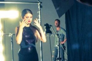 La sesión de fotos de Selena Gómez para OPI