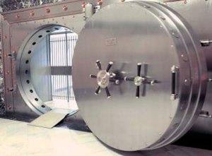 Desvalijan bóvedas de seguridad en banco de Alemania a través de un túnel de 30 metros
