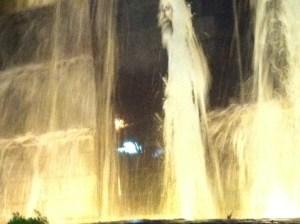Tomó una foto en la fuente del Sambil y le apareció Cristo (FOTO)