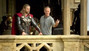 """Sí, es el tri-papacito de """"Thor"""" mostrándonos de nuevo su martillo"""