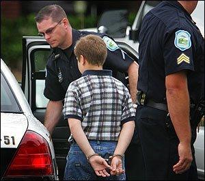 Arrestan a un niño por matar a su hermanita de 8 años