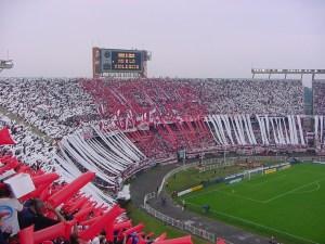 Muere hincha del River Plate al caer de una tribuna