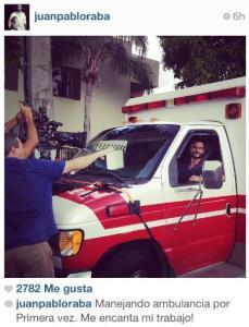 Miren a Juan Pablo Raba manejando una ambulancia por primera vez (Foto)