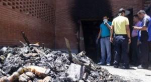 ¡Lo que faltaba! Se quemó supermercado en Porlamar (Fotos)