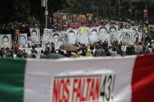 Ordenan arresto de militares por desaparición de 43 estudiantes en México