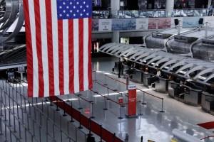 Si viajas a Estados Unidos, la policía registrará tus libros en el aeropuerto