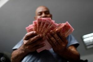 Venezolanos llevan 20 años aprendiendo a convivir con tres conos monetarios