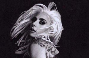Sol, arena, playa… y las pomposas nalgotas de Lady Gaga (UFFF)