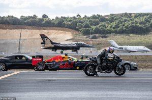 ¿Quién ganó?… pusieron a picar una moto, un F1, un jet comercial y un avión caza (FOTOS + VIDEO)