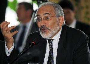 Carlos Mesa alerta que adeptos enardecidos de Evo Morales buscan destruir su casa