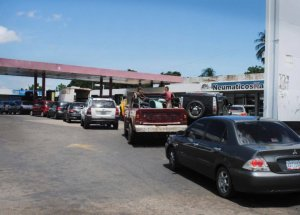 Ciudad Guayana convertida en un estacionamiento de carros en cola por escasez de gasolina
