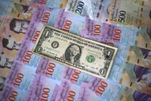 Estas son las posibles consecuencias de dolarizar créditos comerciales