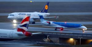La batalla comercial y la volatilidad del Brent ponen en jaque a las pequeñas aerolíneas