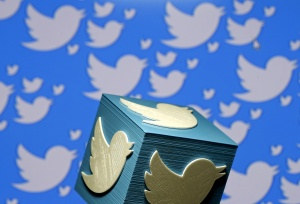 """Twitter prueba una función para """"esconder"""" los mensajes directos ofensivos"""
