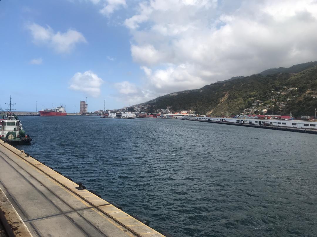Maduro ordena restringir comunicaciones marítimas y aéreas con islas del Caribe