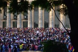 ¡Qué fake! Radio chavista usa video de un acto en apoyo a Guaidó para decir que era de Maduro