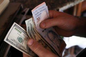 Cotización del dólar oficial aumentó 185,22% en dos meses y el paralelo 59,35%