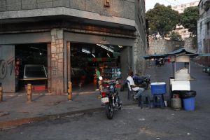 """Los venezolanos no """"ven luz"""": La crisis eléctrica se agudiza #7Jun"""