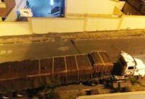 Funcionaria chavista guarda camiones de alimentos en su residencia en Bolívar