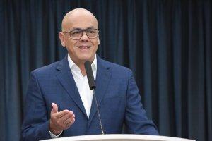 Jorge Rodríguez presenta en VTV los chismes del teléfono de Roberto Marrero