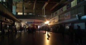 Retraso en operaciones del aeropuerto de Maiquetía por apagón rojo #27Mar