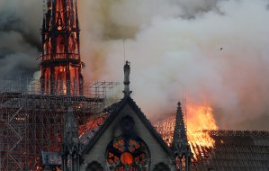 El clásico literario que se disparó en las ventas tras el incendio de Notre Dame