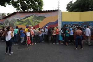 ¡Fascismo puro! Colectivos chavistas amedrentaron con disparos entrega de ayuda en el 23 de enero (Video)