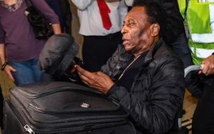 Pelé recibe alta médica tras ser operado en Sao Paulo