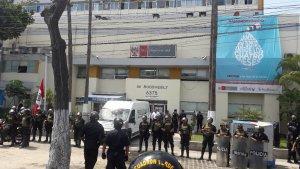 Retiran cuerpo de Alan García del Hospital de Lima (Video)