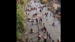 #EscombrosDeMaduro: Venezolanos se bañan en río Turbio de Barquisimeto durante Semana Santa (Video)