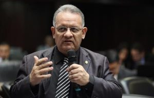 Edwin Luzardo: Solicito con urgencia parlamentaria para aprobar el Tiar y derecho de palabra para María Corina