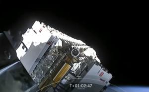 SpaceX lanza 60 satélites al espacio para crear su propia red de internet (video)