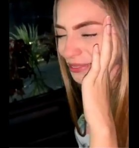 "AHH OK… Esta chama se puso a llorar porque su novio ""ÑO"" le quiso tomar una foto (VIDEO)"