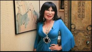 """Conoce a la supuesta """"ex novia"""" de Juan Gabriel, una vedette que parece una muñeca de cera (FOTOS)"""