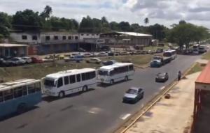 Transportista de Bolívar duermen en estaciones de servicio #24May (video)