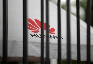 """Facebook suspende la preinstalación de sus """"apps"""" en teléfonos Huawei"""