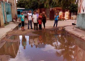 """Vecinos de """"La Alegría"""" exigen solución a aguas estancadas"""