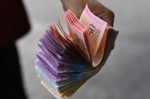 """A un año del """"paquete económico"""" de Maduro, el país sigue sumergido en su peor crisis"""