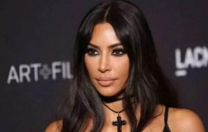 FOTO: El vestido transparente que le marca todos los senos a Kim Kardashian