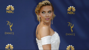 """Test de envidia: Mira cómo Scarlett Johansson recibe su """"nalgada"""" pecaminosa en la playita (PFFF)"""
