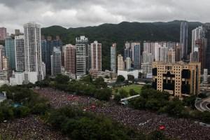 Miles de manifestantes vuelven a las calles de Hong Kong pese a amenazas de China (FOTOS)