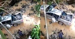 Vehículo cayó en una quebrada durante fuertes lluvias en El Salvador (VIDEO)