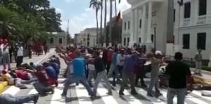 """¡Rompan Filas!Con esta coreografía endógena de los milicianos """"Trún"""" seguro saldrá corriendo (VIDEO)"""