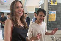 Angelina Jolie acompañó a su hijo en su primer día de universidad y esto fue lo que sucedió (VIDEO)