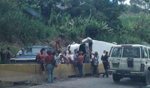 Aparatoso accidente en la Panamericana deja nueve lesionados (Fotos)