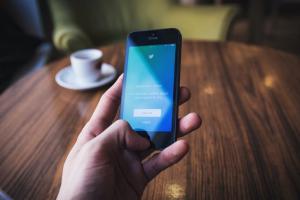 """Cómo operan los bots y los """"ejércitos de trolls"""" en Twitter durante las campañas electorales"""
