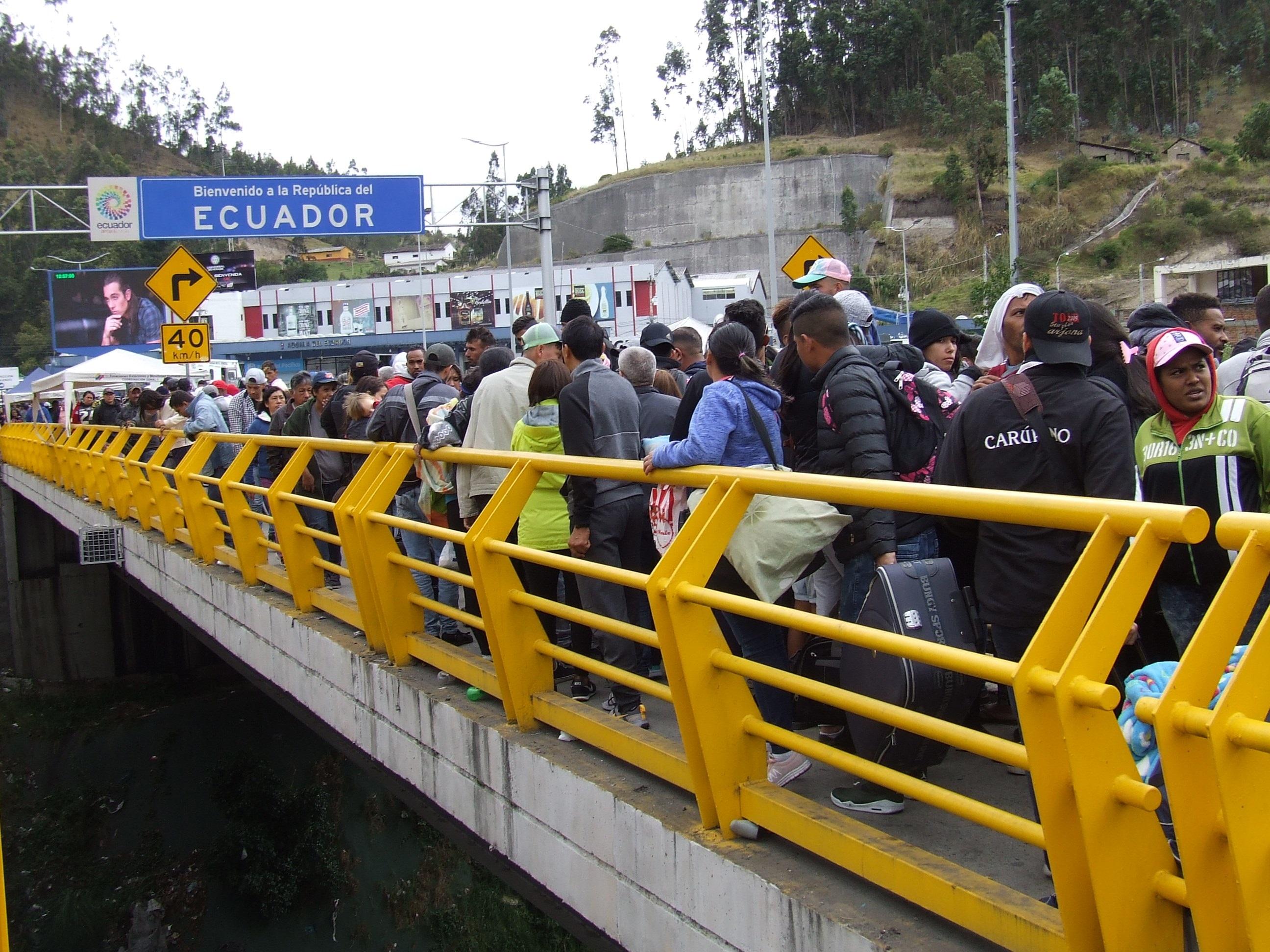 Al menos 10.000 venezolanos tratarán de cruzar a Ecuador antes de implementar nueva visa