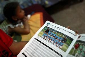 """""""Quería quedarme allá"""": Jóvenes beisbolistas venezolanos regresan tras torneo en EEUU (Fotos)"""