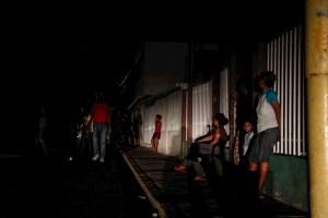 Ciudadanos que se ven obligados a migrar a Caracas desde Zulia, el estado con más apagones del país