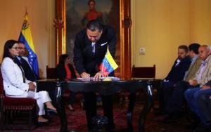 Maduro le agradeció a Bertucci por sumarse al show de los mini partidos complacientes